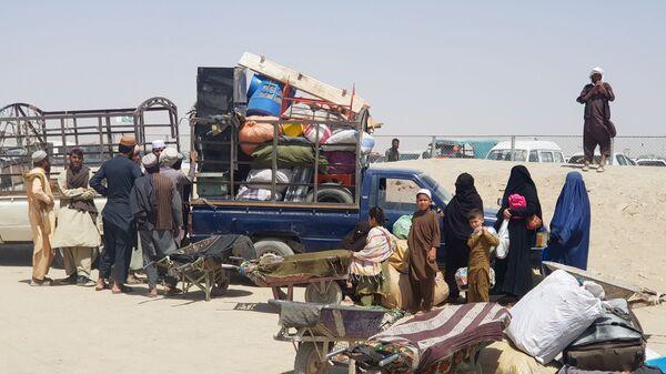 Семья из Афганистана у КПП в пакистано-афганском пограничном городе Чаман, Пакистан - SNA
