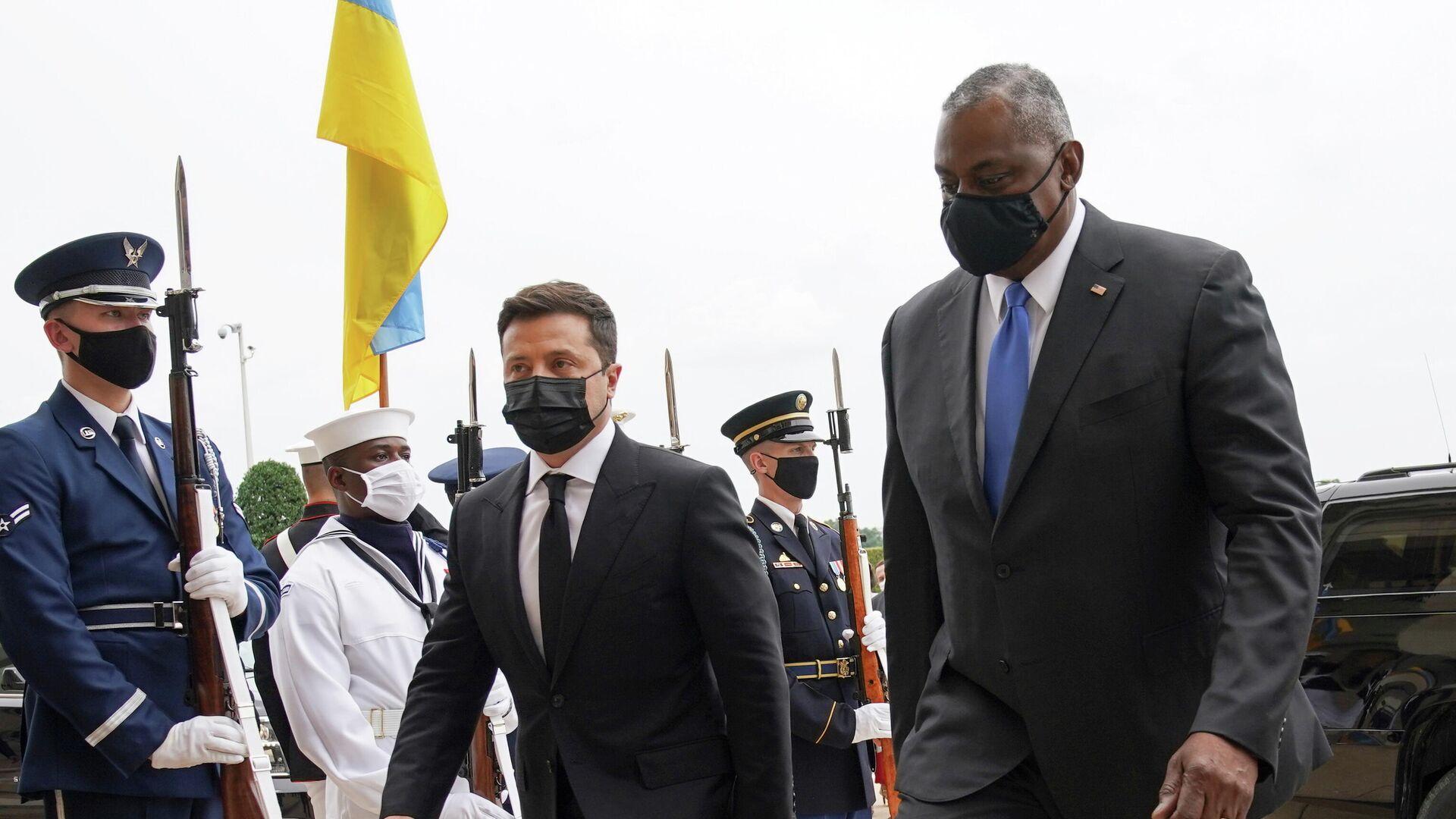 US-Verteidigungsminister Lloyd Austin begleitet den ukrainischen Präsidenten Wladimir Selenski in das Pentagon in Arlington, Virginia, USA, den 31. August 2021.  - SNA, 1920, 01.09.2021