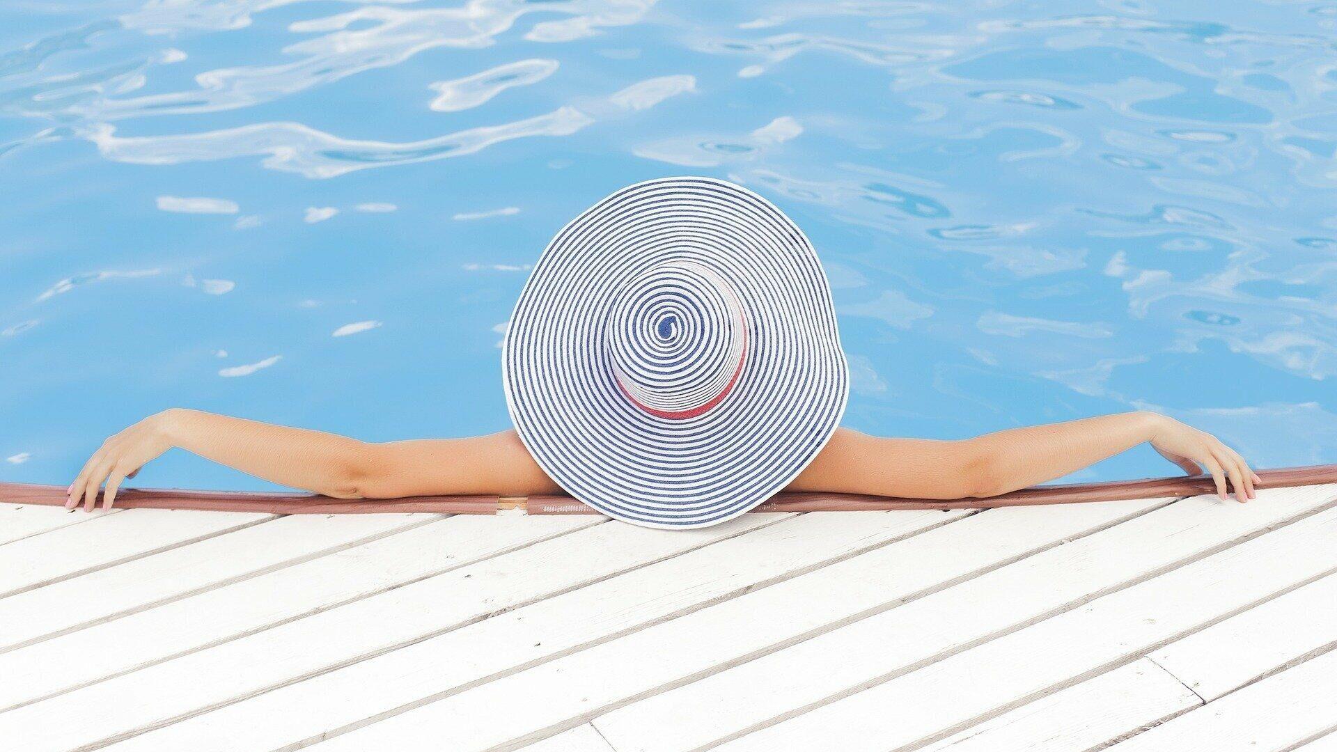 Frau im Schwimmbad (Symbolbild) - SNA, 1920, 02.09.2021