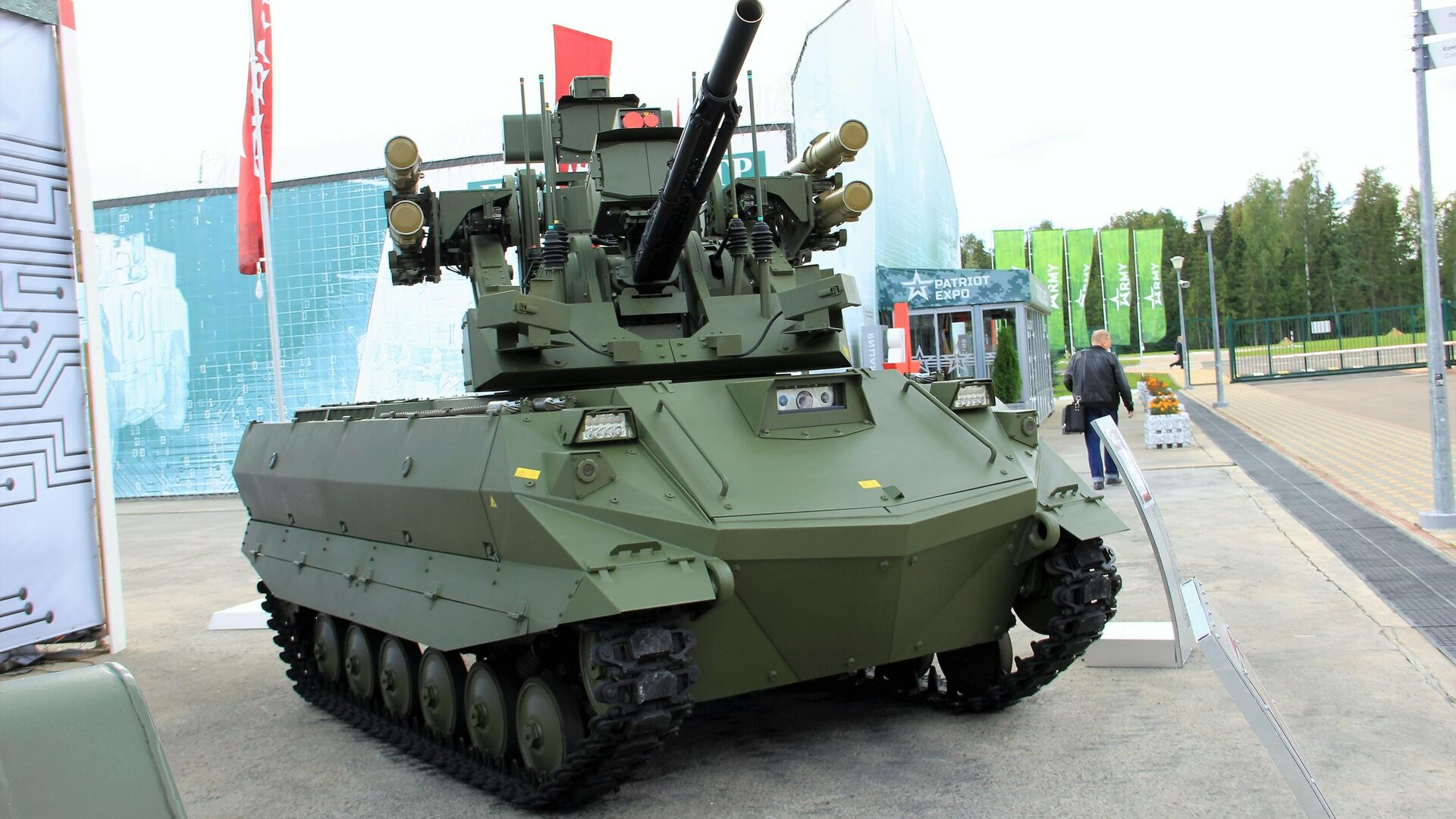 Uran-9-Panzerroboter - SNA, 1920, 02.09.2021