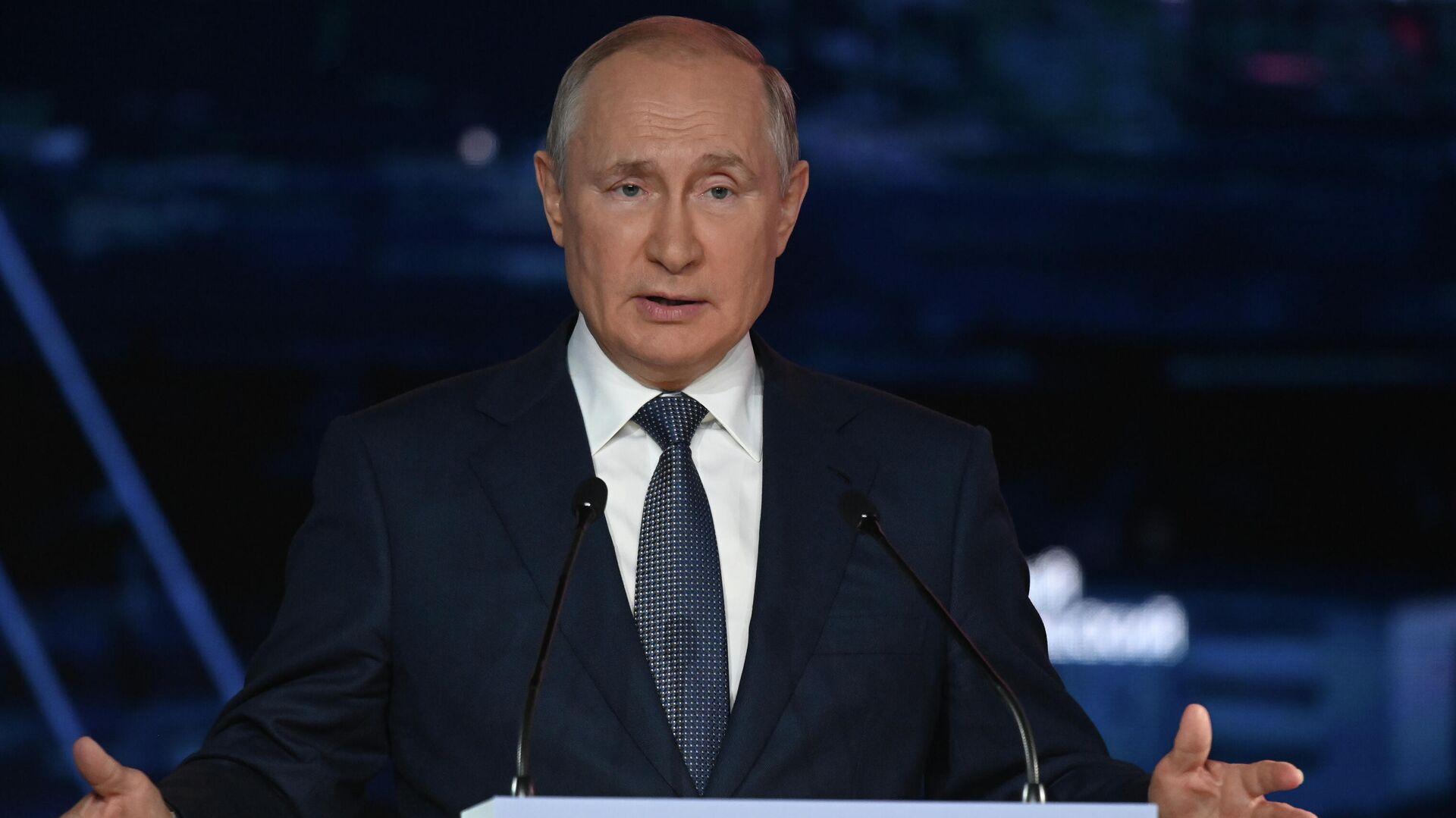 Russlands Präsident Wladimir Putin in einer Plenarsitzung des Östlichen Wirtschaftsforums, September 2021 - SNA, 1920, 03.09.2021