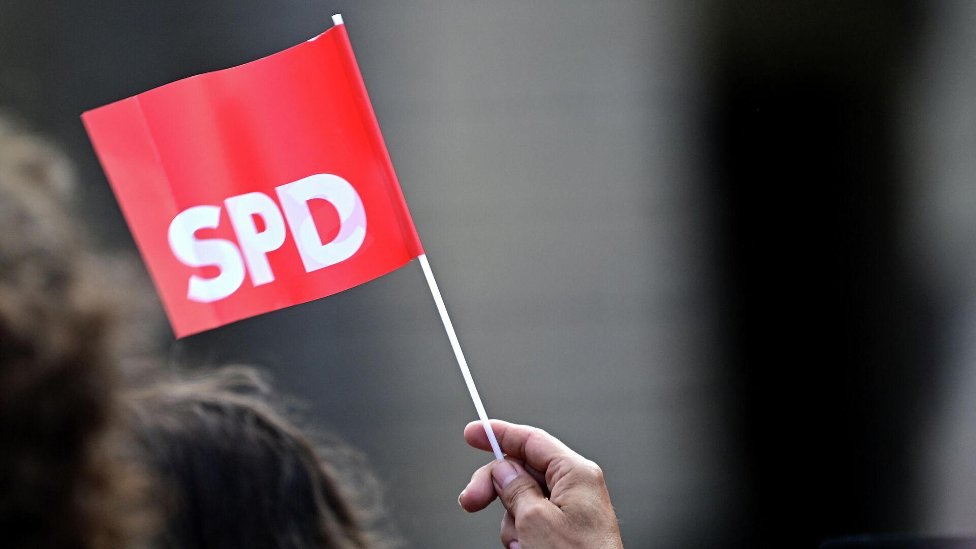 Eine Flagge mit SPD-Logo (Symbolbild) - SNA, 1920, 04.09.2021
