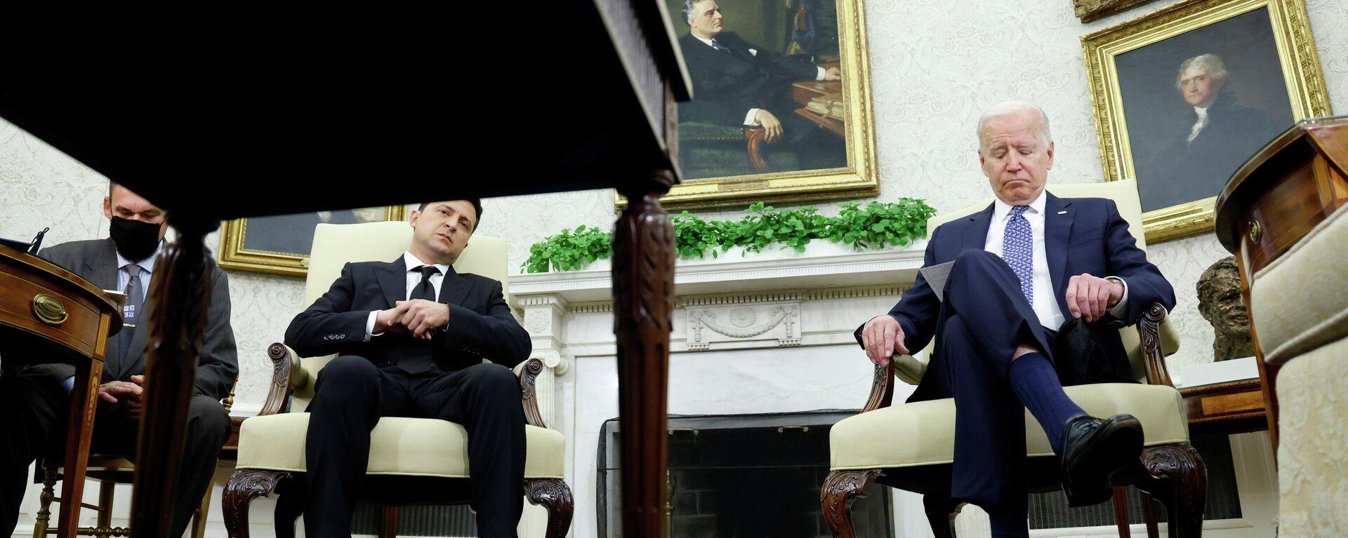 Der US-Präsident Joe BIden trifft seinen ukrainischen Amtskollegen Wladimir Selenski in Washington am 1. September 2021.  - SNA, 1920, 07.09.2021