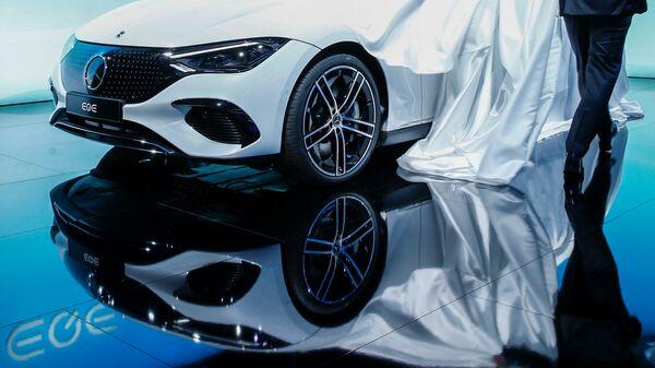 Презентация автомобиля EQE от Daimler AG на открытии Международного Мюнхенского автосалона в Германии - SNA