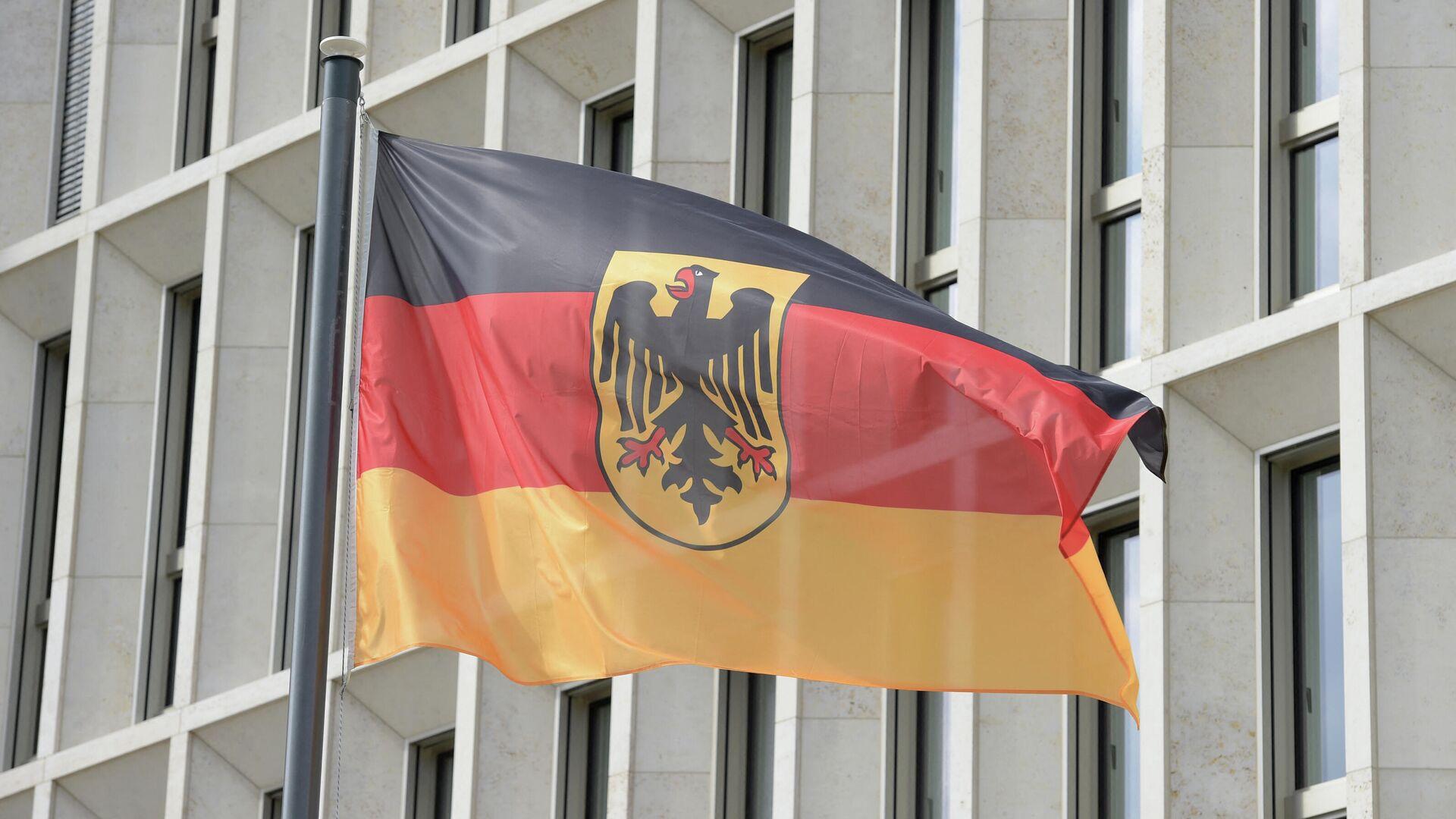 Die deutsche Flagge  vor dem Gebäude des Bundesinnenministeriums  - SNA, 1920, 08.09.2021