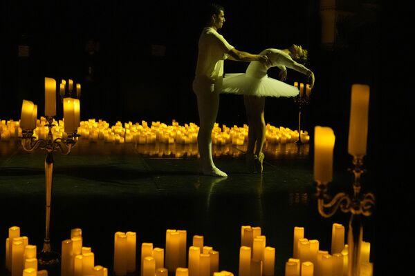 """Szene aus dem """"Nussknacker""""-Ballett von Tschaikowski während eines Klavierkonzerts im Théâtre Mogador in Paris. - SNA"""