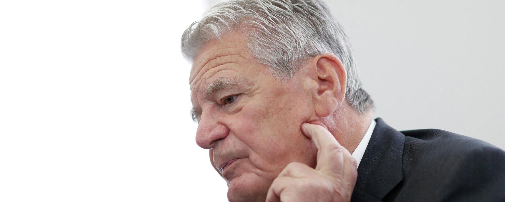 Der ehemalige deutsche Bundespräsident Joachim Gauck spricht mit Auslandskorrespondenten des Vereines der Ausländischen Presse in Deutschland (VAP) vor dem 30. Jahrestag des Falls der Berliner Mauer am 15. Oktober 2019. Archivbild - SNA, 1920, 13.09.2021