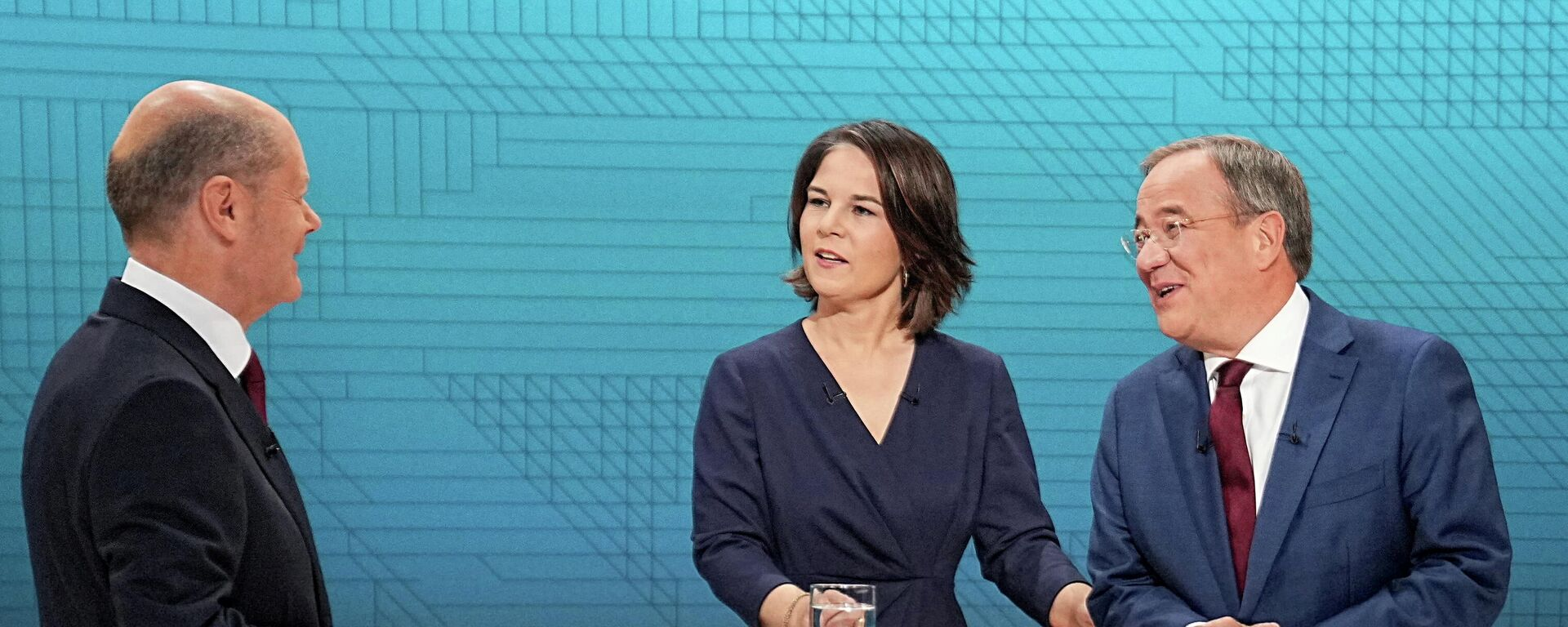 Kanzlerkandidatin Annalena Baerbock (Grüne) und Kanzlerkandidaten Armin Laschet (Union) und Olaf Scholz (SPD) beim Triell, den 12. September. - SNA, 1920, 13.09.2021