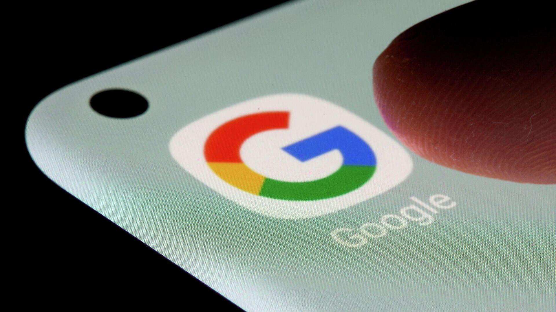 Das Logo der Suchmaschine Google auf dem Bildschirm eines Smartphones zu sehen - SNA, 1920, 01.10.2021
