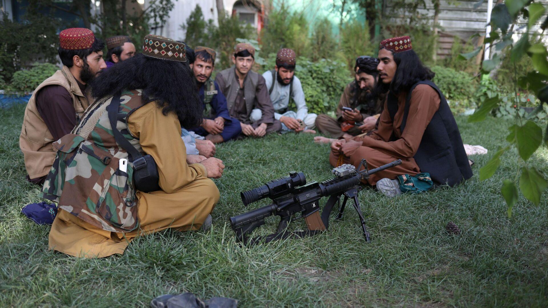 Taliban-Kämpfer in einem Freizeitpark in Kabul - SNA, 1920, 03.10.2021