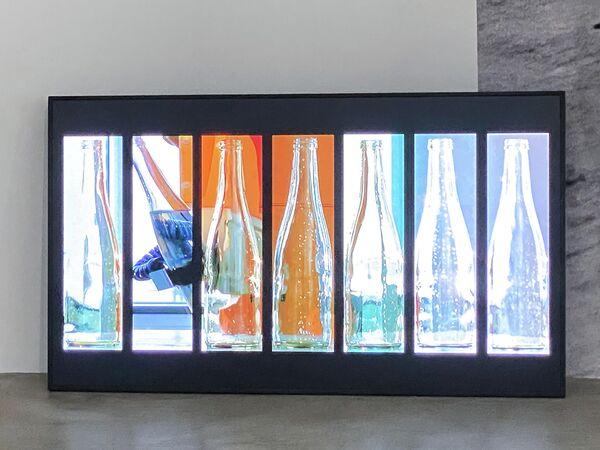 Eine Aktion für Wasserflaschen von Künstler Tomas Schmit, Neuer Berliner Kunstverein. - SNA