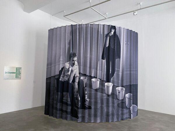 Ein Foto von: Tomas Schmit, Aktion ohne Publikum, 1965, aufgeführt bei 24 Stunden, Wuppertal.  - SNA