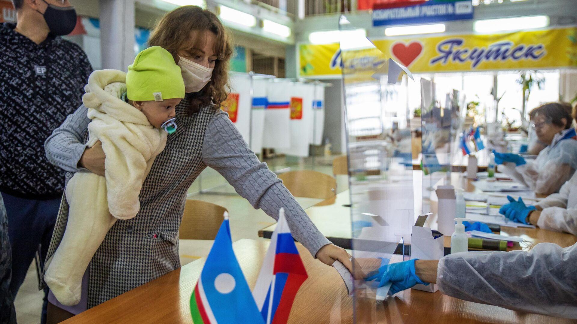 Abstimmung in einem Wahllokal in Jakutsk - SNA, 1920, 17.09.2021