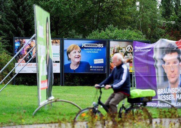 Allerdings ist Angela Merkel angesichts instabiler Zeiten wegen Pandemie und Migrationskrise nach wie vor die beliebteste Politikerin in Deutschland: Nach Forsa-Angaben liegen ihre Popularitätswerte im September bei 65 Prozent. - SNA