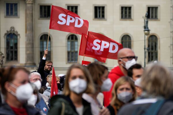 SPD-Anhänger bei einer Wahlkampfkundgebung in Berlin. - SNA