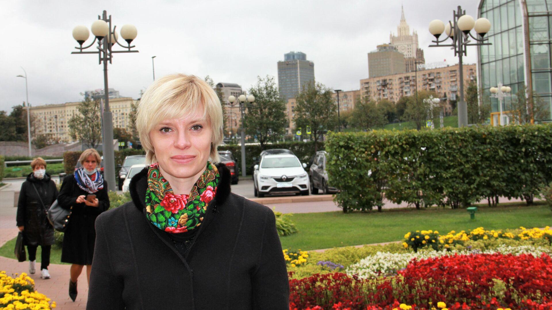 Olga Petersen am Europa-Platz in Moskau - SNA, 1920, 18.09.2021