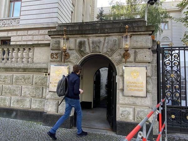 Der Eingang ins Gebäude der Russischen Botschaft in Berlin, den 19.09.2021. - SNA