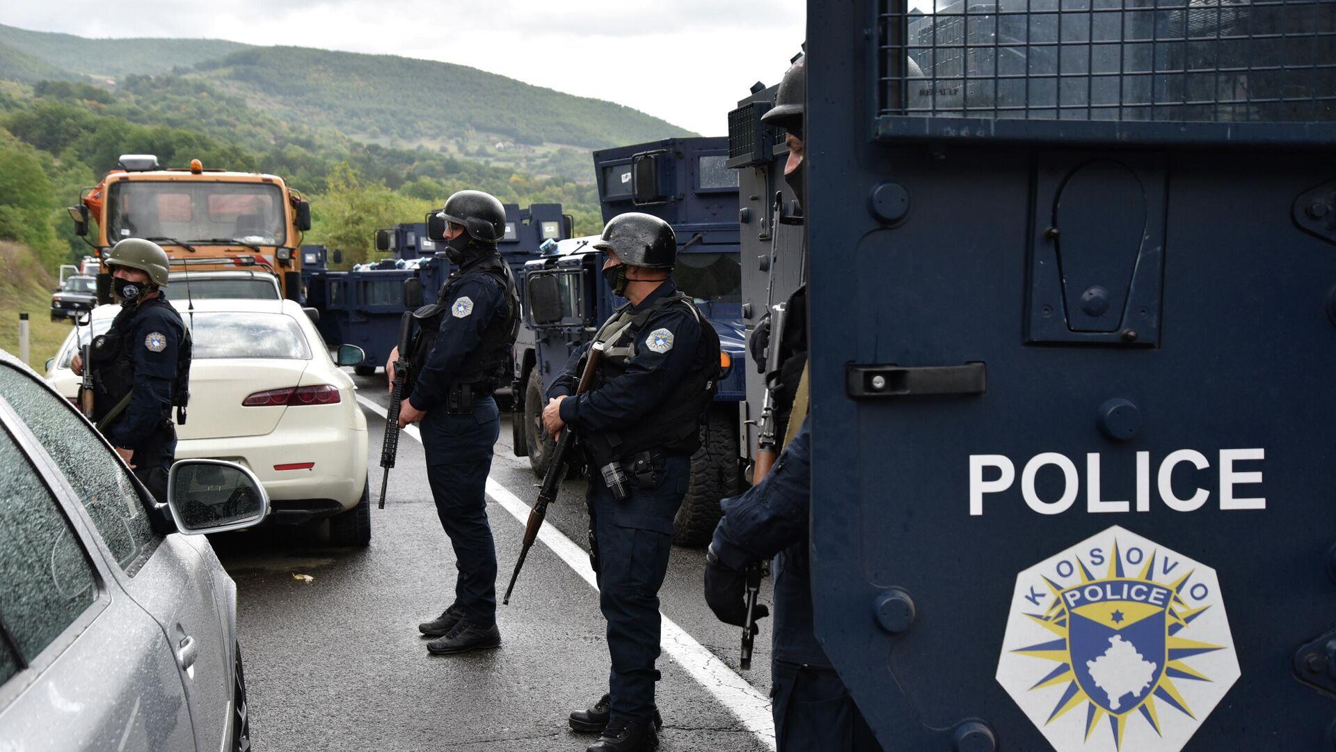 Schwer bewaffnete Einheit der kosovarischen Sonderpolizei ROSU am Kontrollpunkt Jarinje an der Grenze zu Serbien, 20. September 2021 - SNA, 1920, 13.10.2021