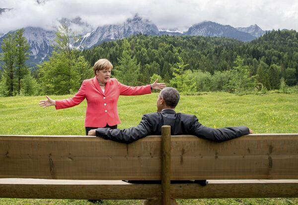 In den Oppositionsjahren, als Gerhard Schröder als Kanzler regierte, sorgte Merkel für Ordnung in ihrer Partei. Der Wahlkampf 2005 dauerte nur drei Wochen und war damit der kürzeste in der deutschen Geschichte. CDU und CSU holten bei der Bundestagswahl 35,2 Prozent, die SPD kam auf 34,4 Prozent.Foto: Bundeskanzlerin Angela Merkel und US-Präsident Barack Obama im Hotel Schloss Elmau im Landkreis Garmisch-Partenkirchen während des G7-Gipfels, 2015. - SNA