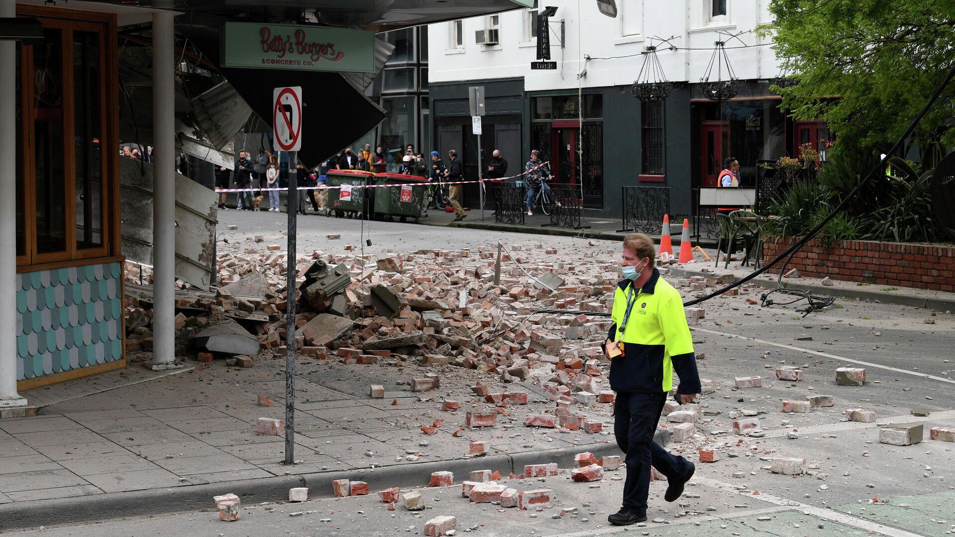 Nach Erdbeben in Südostaustralien: Trümmer auf einer Straße von Melbourn - SNA, 1920, 22.09.2021