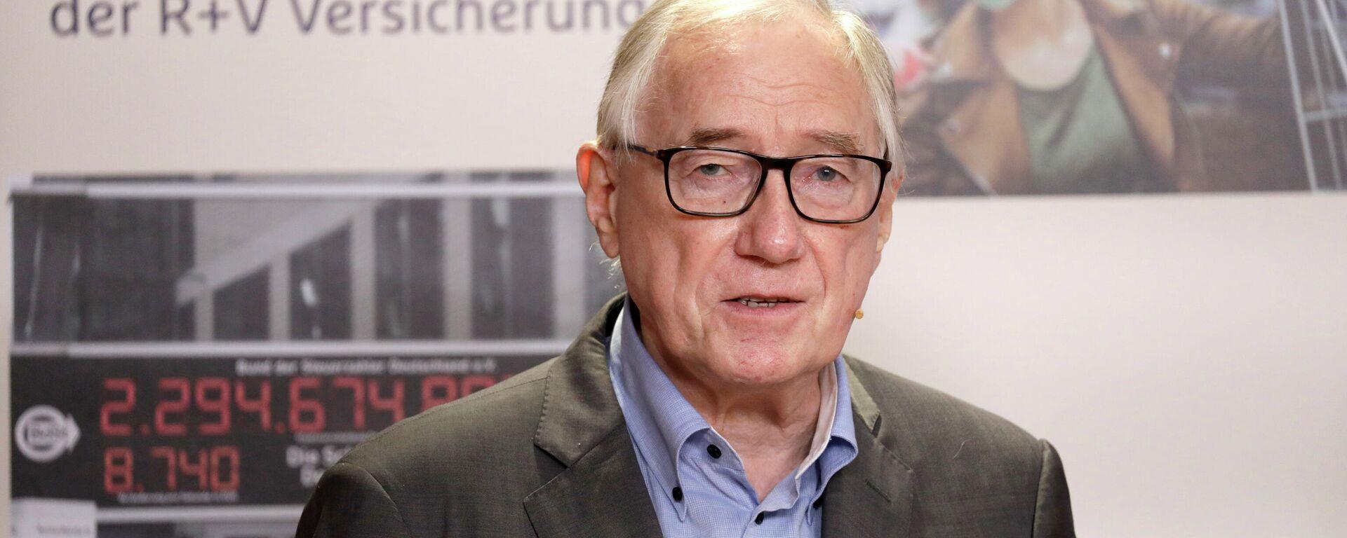 Prof. Dr. Manfred G. Schmidt, Politikwissenschaftler an der Ruprecht-Karls-Universität in Heidelberg, der das R+V-Infocenter seit fast zwei Jahrzehnten bei der Auswertung der Ängste-Studie berät - SNA, 1920, 24.09.2021