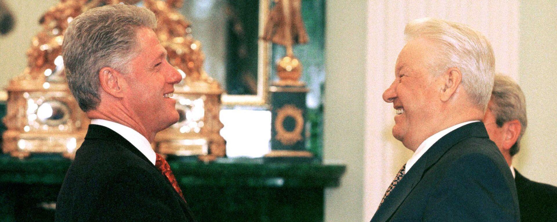 Der 42. US-Präsident Bill Clinton und sein damaliger russischer Amtskollege Boris Jelzin beim Treffen on Moskau (Archivfoto) - SNA, 1920, 26.09.2021