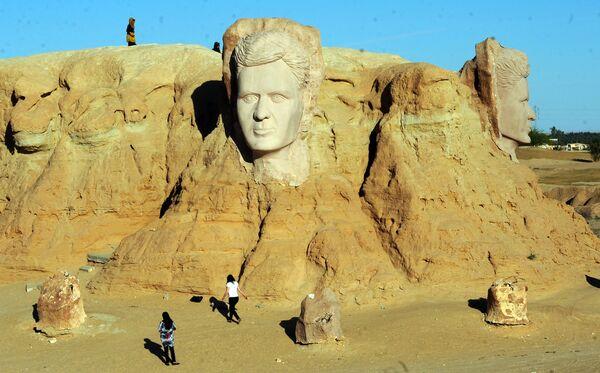 """Denkmal für den großen tunesischen Dichter Aboul-Qacem Echebbi unweit des Dorfes Tozeur im Süden des nordafrikanischen Landes, wo viele """"Star Wars""""-Episoden, die mit dem Planeten Tatooin verbunden waren und wo 2014 das erste Treffen der Fans dieser Weltraum-Saga stattfand, gedreht wurden. - SNA"""
