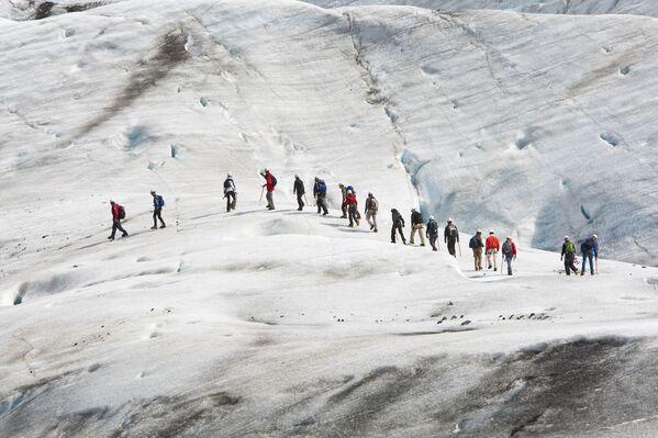 """Bergsteiger auf dem Gletscher Vatnajökull in Island, wo Dreharbeiten für den Film """"Interstellar"""" liefen. - SNA"""