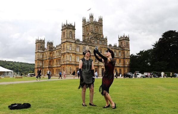 """Besucher im Highclere Castleim Norden der Grafschaft Hampshire, wo der Film """"Downton Abbey"""" im Jahr 2019 gedreht wurde. - SNA"""