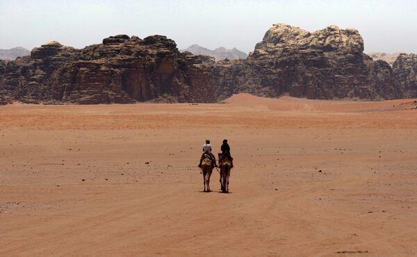 """Touristen in der Wüste Wadi Rum im Süden Jordaniens, wo der Film """"Der Marsianer – Rettet Mark Watney"""" (2019) gedreht wurde. - SNA"""