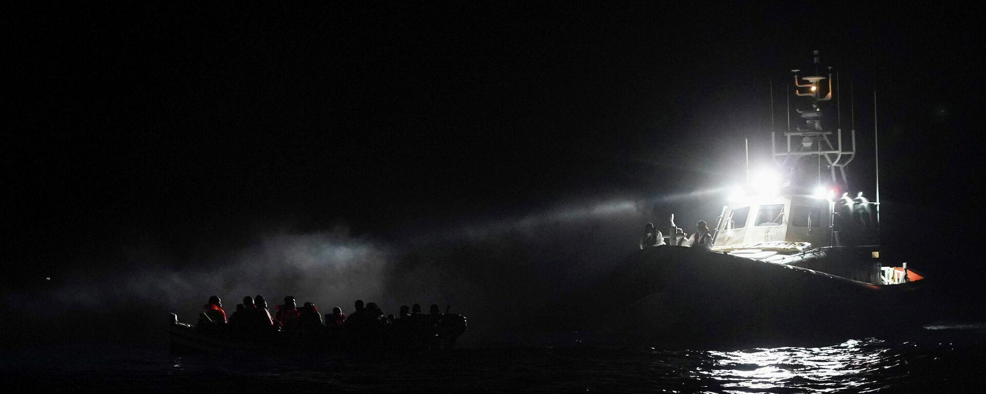 Migrantenboot in der Nähe von Lampedusa (Italien) (Archivbild) - SNA, 1920, 28.09.2021