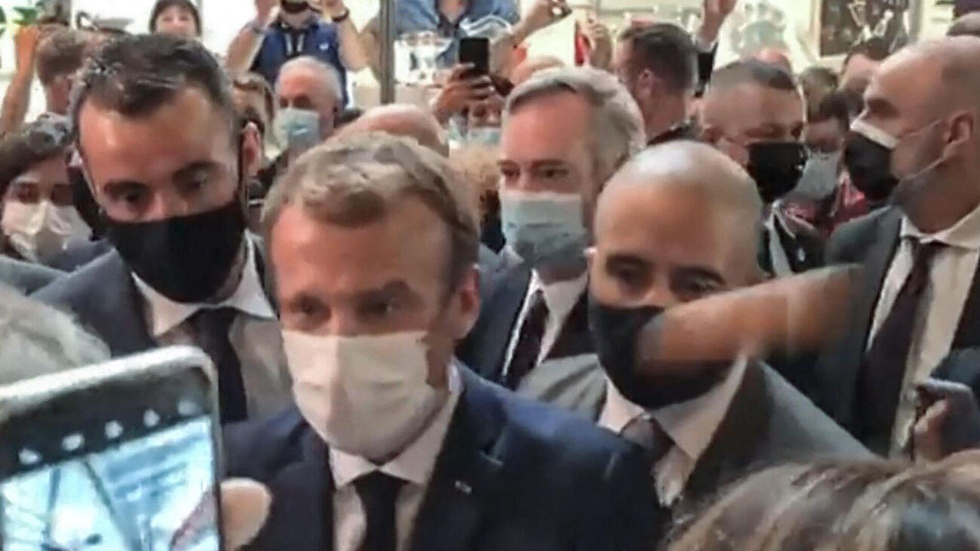 Eier-Attacke auf Frankreichs Staatspräsident Emmanuel Macron. Lyon, 27. September 2021 - SNA, 1920, 28.09.2021