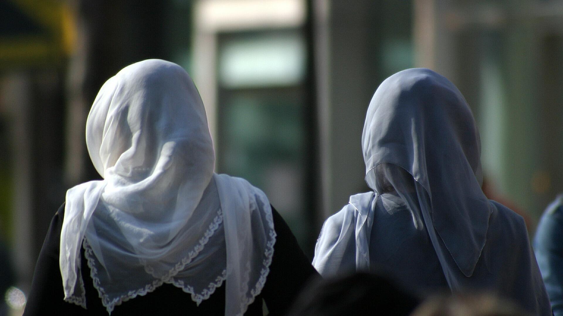 Frauen mit Kopftüchern (Symbolbild) - SNA, 1920, 28.09.2021