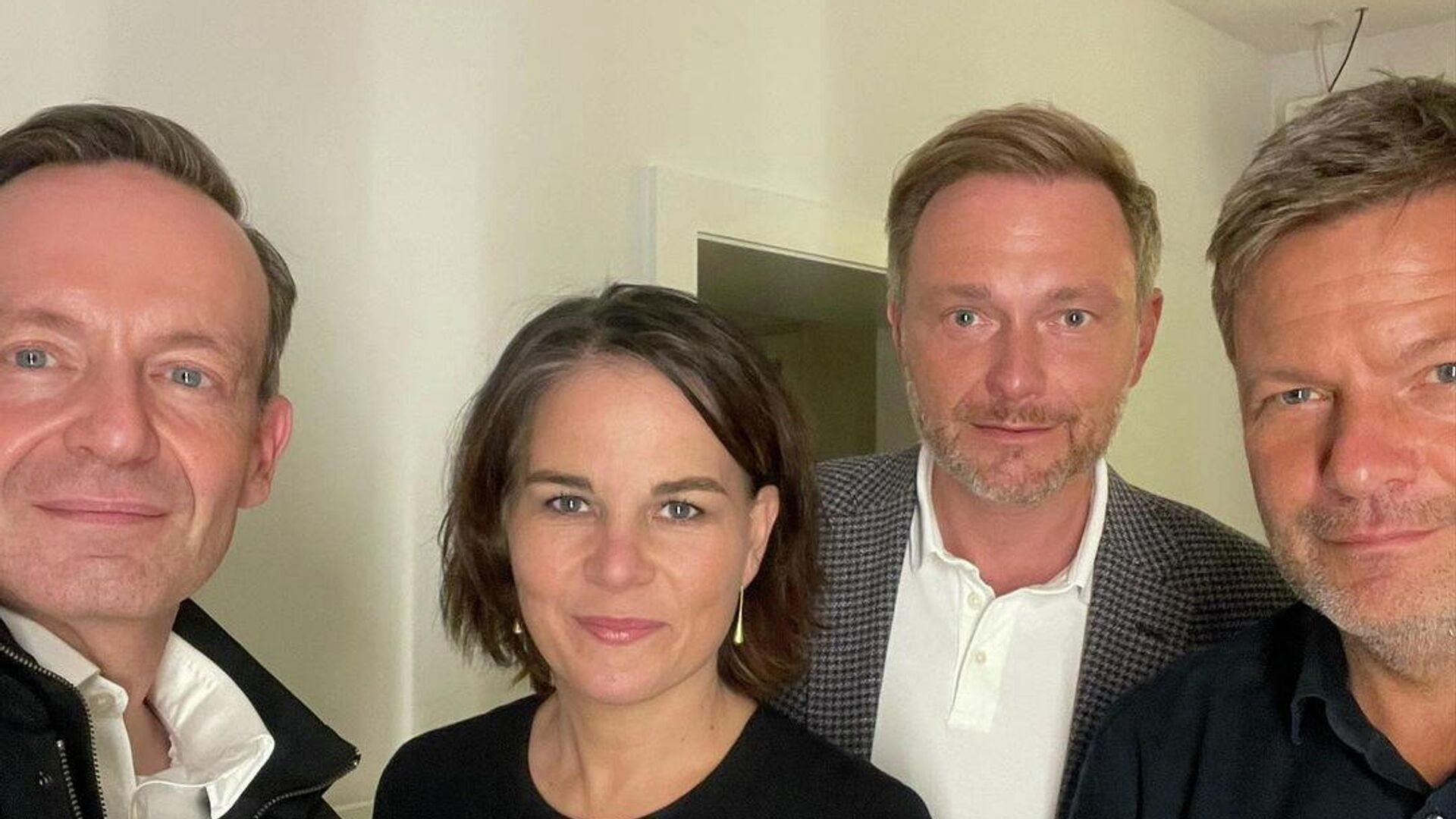 FDP-Parteichef Christian Lindner und FDP-Generalsekretär Volker Wissing sowie die Grünen-Vorsitzenden Annalena Baerbock und Robert Habeck. - SNA, 1920, 29.09.2021