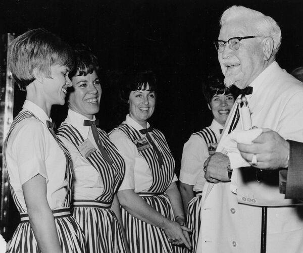 Harland David Sanders aus Indiana, besser bekannt als Colonel Sanders, war schon Mitte 50, als er auf die Idee kam, ein eigenes Restaurant zu eröffnen. Der Gründer der Fast-Food-Kette Kentucky Fried Chicken (KFC) starb 1980 im Alter von 100 Jahren. In den USA war seine Popularität mit der von Santa Claus durchaus vergleichbar. - SNA