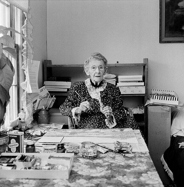 """Die Bäuerin Anna Moses aus dem US-Bundesstaat New York war schon 76, als sie ihr erstes Bild malte. Die nächsten 25 Jahre ihres Lebens widmete sie der Kunst und feierte ihren 100. Geburtstag als Promi. Die """"Grandma Moses"""", wie sie von Journalisten genannt wurde, starb 1961. Bis dahin hatte sie mehr als 1600 Bilder gemalt.Der Moses-Krater auf der Venus wurde nach ihr benannt. - SNA"""