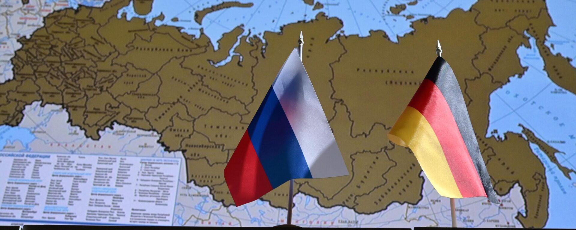 Eine russische und eine deutsche Flagge - SNA, 1920, 01.10.2021