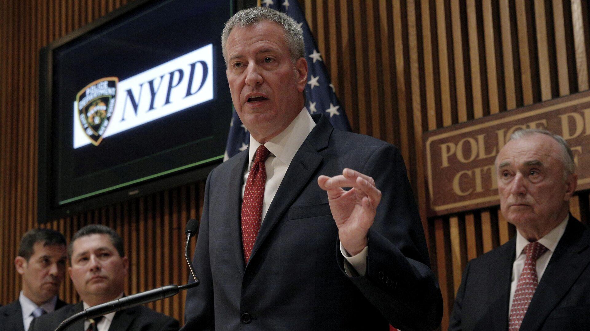 Oberbürgermeister Bill de Blasio gibt eine Pressekonferenz im Polizeidepartement von New York (Archiv) - SNA, 1920, 07.10.2021