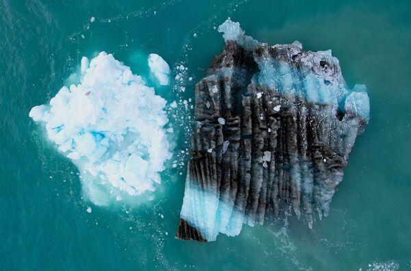 Der Gletscher Eqip Sermia, auch Eqi genannt, in der Diskobucht lockt sehr viele Touristen an. Das ist nicht verwunderlich, denn er ist einer der sich am schnellsten bewegenden Gletscher Grönlands. Jeden Tag legt er 30 Meterzurück. - SNA