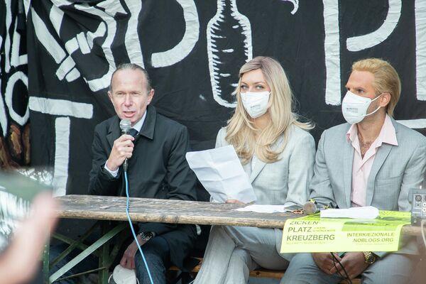 Vertreter des autonomen Wohnprojektes Köpi 137 in Berlin am 8. Oktober 2021 bei einer Pressekonferenz anlässlich der angedrohten Räumung  - SNA