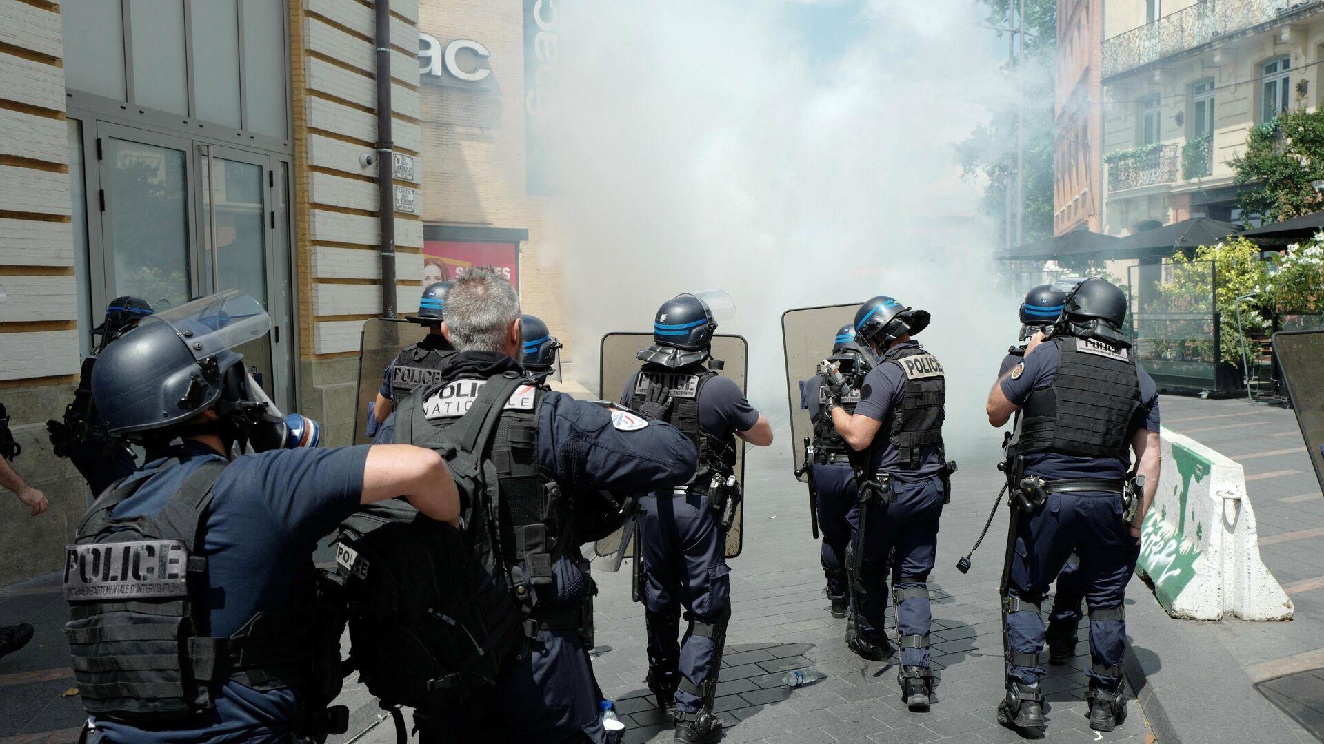 Polizei setzt Tränengas bei einer Corona-Pass-Demonstration ein - SNA, 1920, 09.10.2021