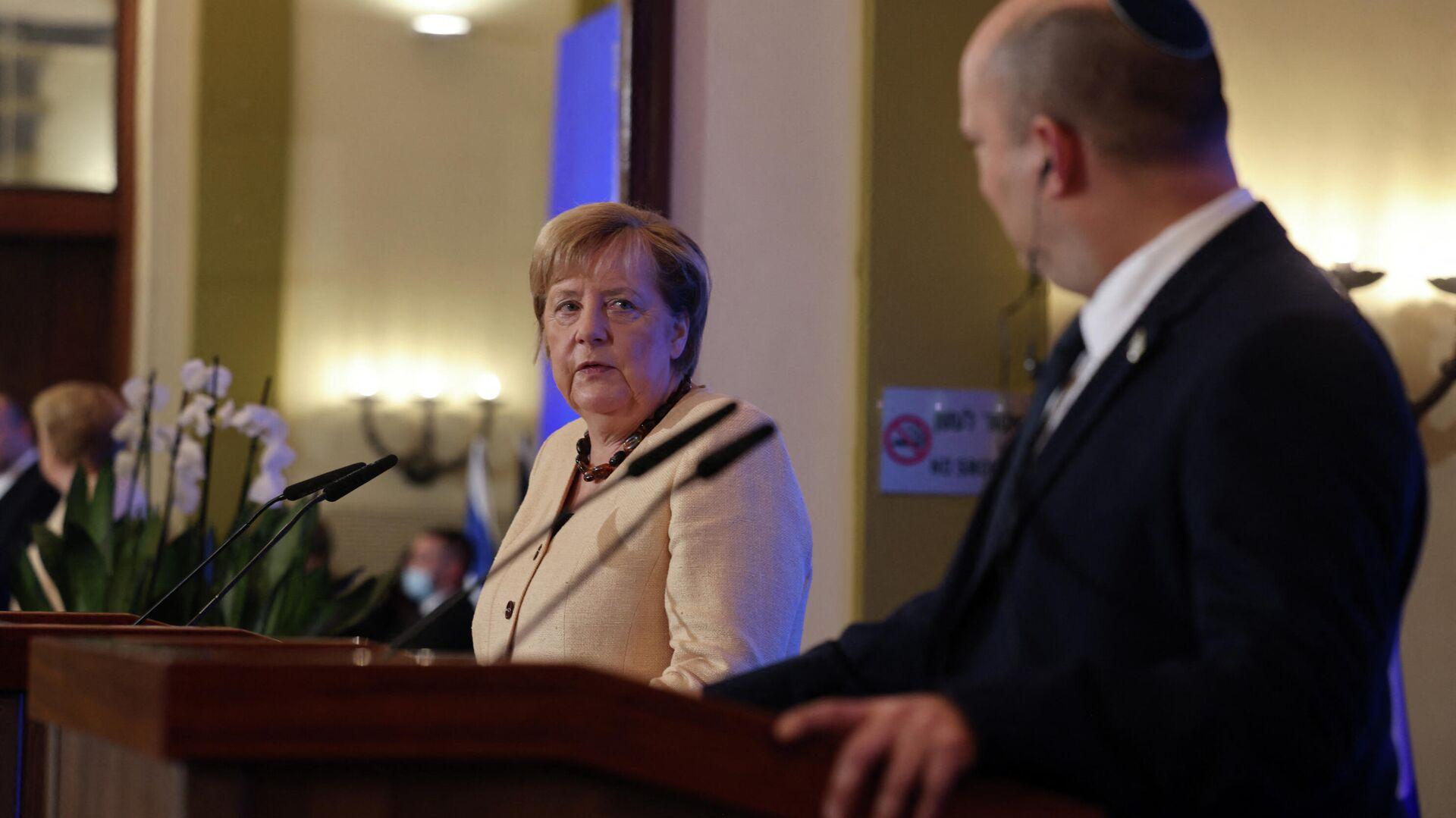 Deutsche Bundeskanzlerin Angela Merkel und israelischer Ministerpräsident Naftali Bennett - SNA, 1920, 10.10.2021
