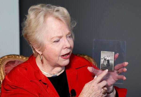 Enkelin Diane Capone mit einem Familienfoto. - SNA