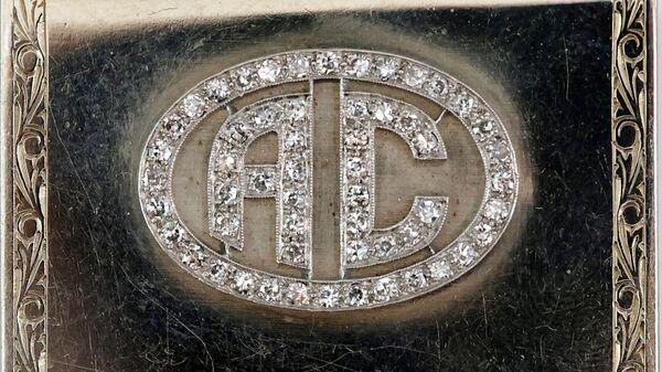 Футляр для спичечного коробка из белого золота с бриллиантами, принадлежавший американскому гангстеру Аль Капоне - SNA