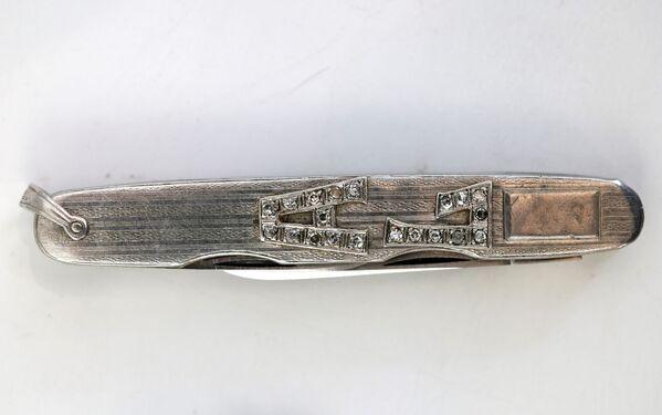 Al Capones Taschenmesser mit Namenskürzel aus Platin und Diamanten. - SNA