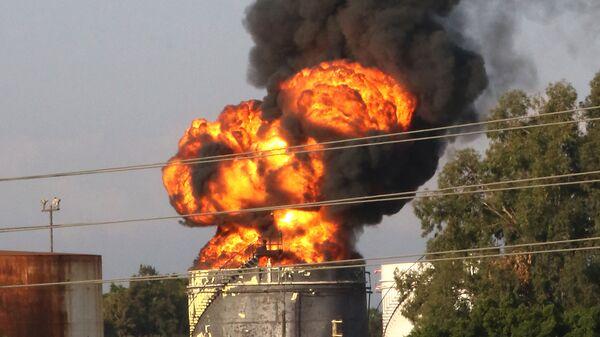 Пожар в хранилище на нефтеперерабатывающем заводе в Ливане - SNA