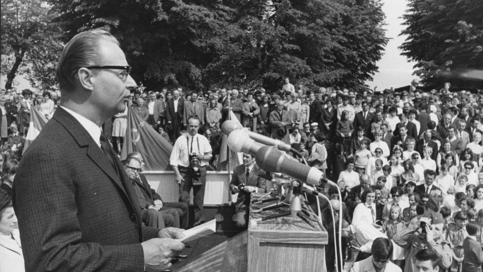 Alexander Dubcek, Vorsitzender der Föderativen Versammlung der Tschechoslowakei, spricht bei einer Friedenskundgebung. Terezin, 18. Mai 1969 - SNA, 1920, 12.10.2021
