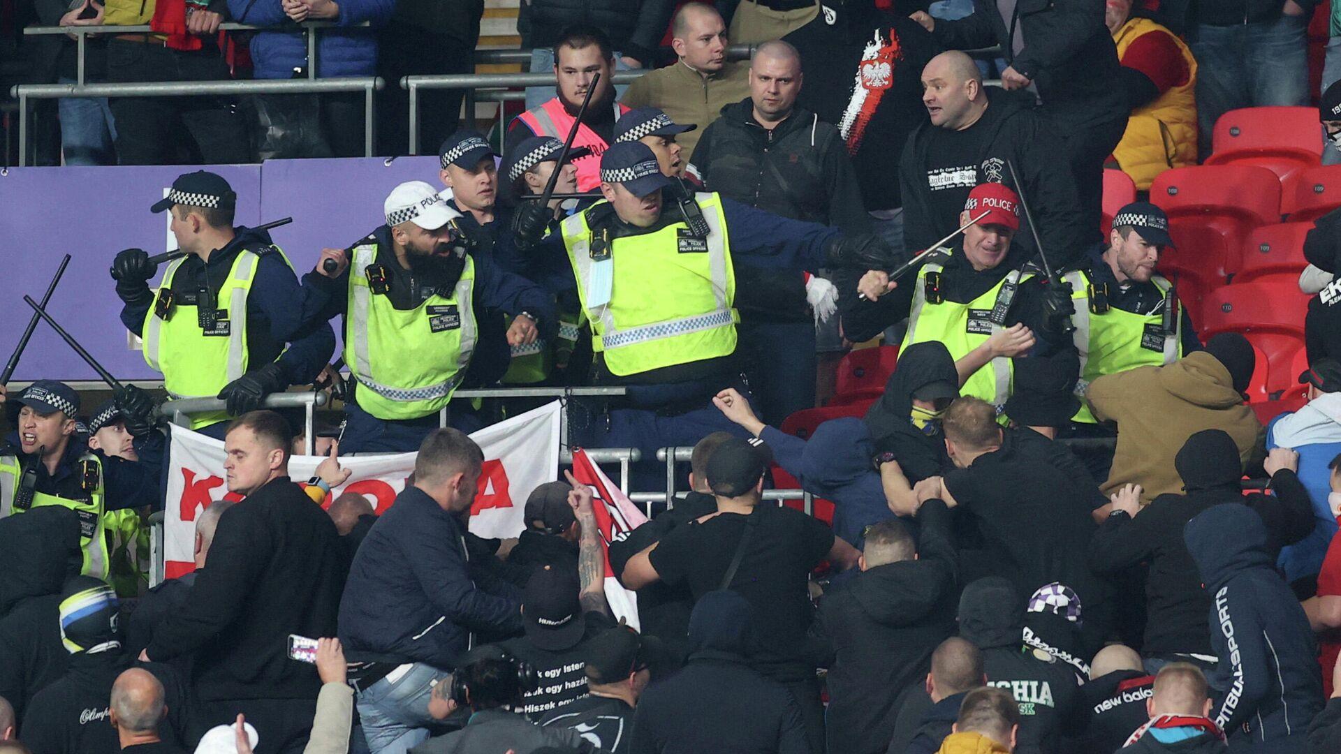 Zusammenstöße zwischen Polizei und Ungarn-Fans in Wembley - SNA, 1920, 13.10.2021