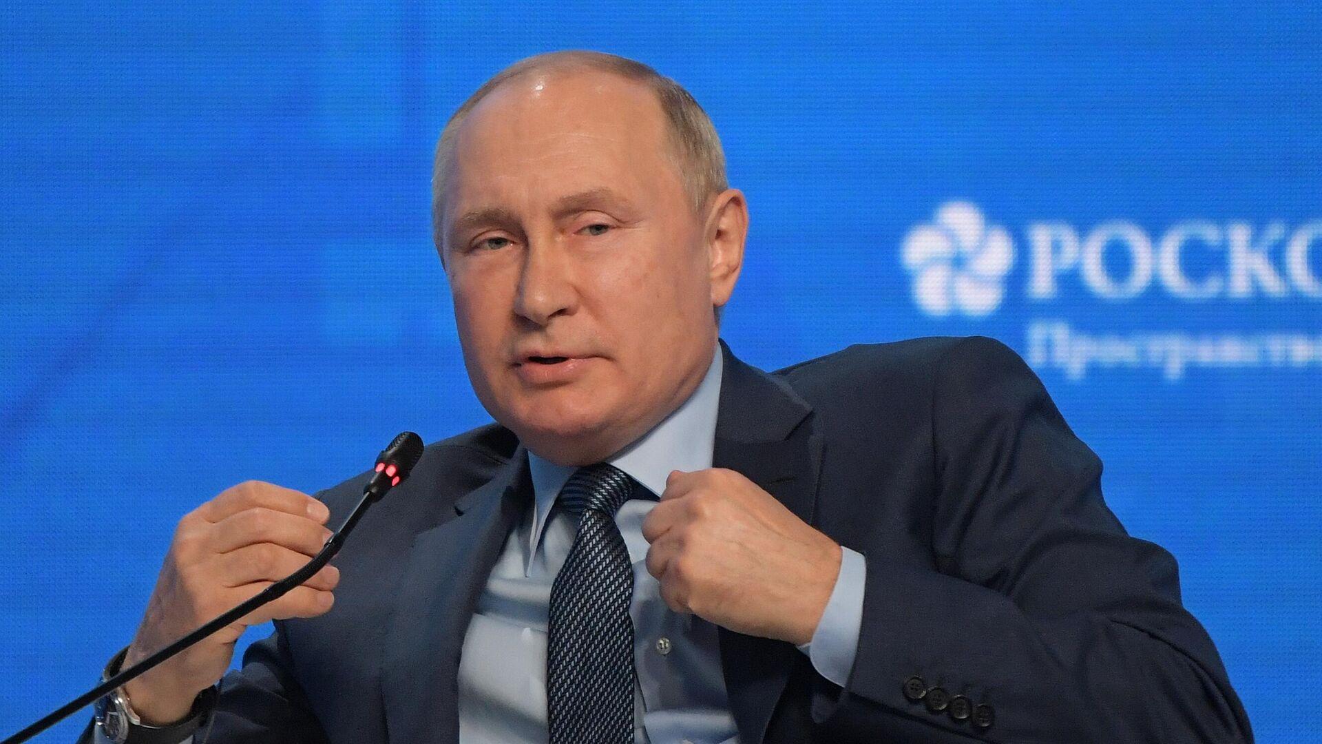 Wladimir Putin in der Plenarsitzung des internationalen Forums Russische Energiewoche - SNA, 1920, 13.10.2021