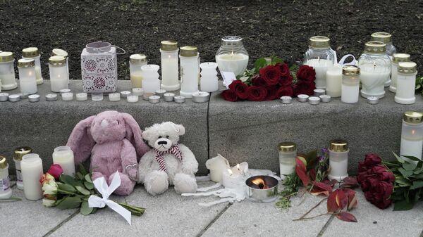 Kerzen, Blumen und Spielzeug: Nach einem tödlichen Anschlag in Kongsberg, Norwegen, den 14. Oktober 2021 - SNA